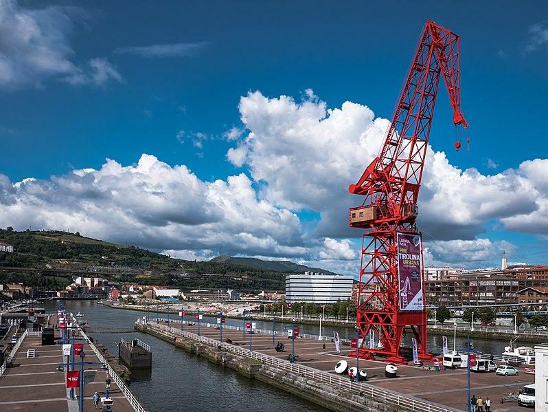 Raúl de Andreas elige la Grúa Carola de Bilbao para su nueva colección